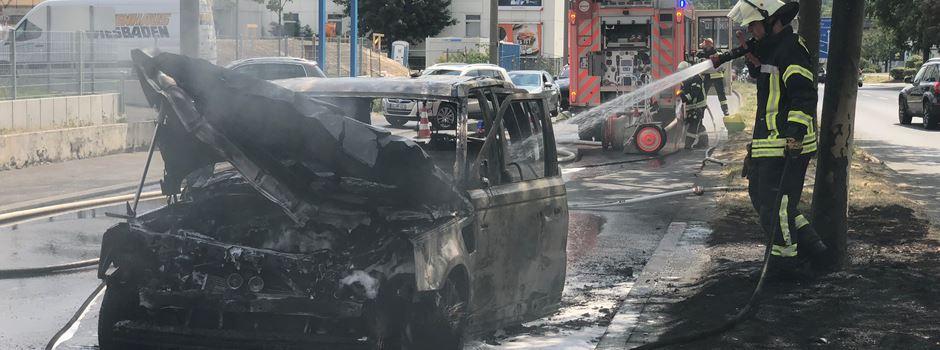 UPDATE: Auto in Mainzer Straße vollständig ausgebrannt