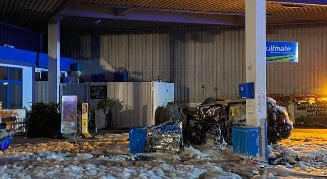 Nach Unfall: Brand an Erbenheimer Tankstelle in der Nacht