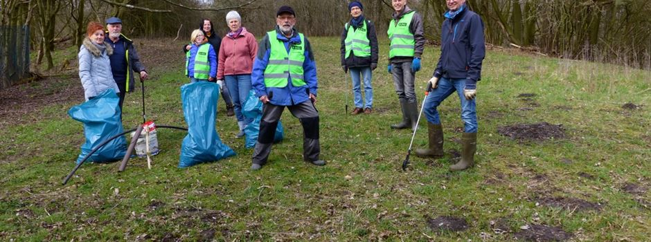 GNU-Gruppe beseitigt Müll im Biotop
