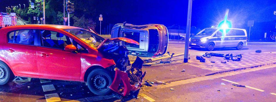 Kurioser Unfall zwischen zwei Autos in Wiesbaden