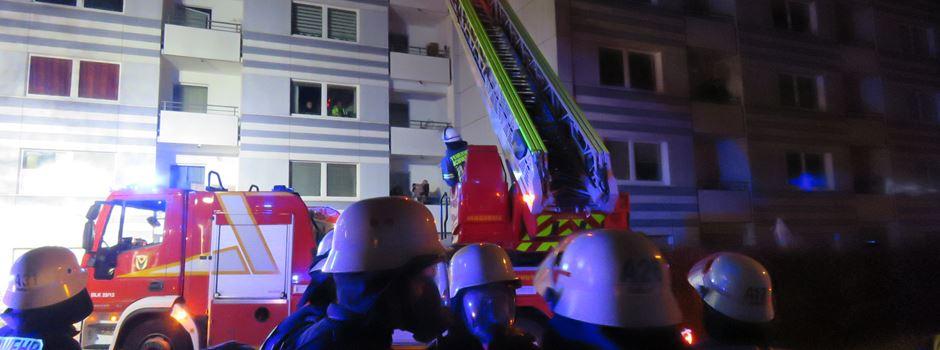 Großbrand beschäftigt Feuerwehrleute aus ganzem Main-Taunus-Kreis