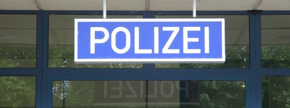 Randalierer schlägt auf Polizisten ein