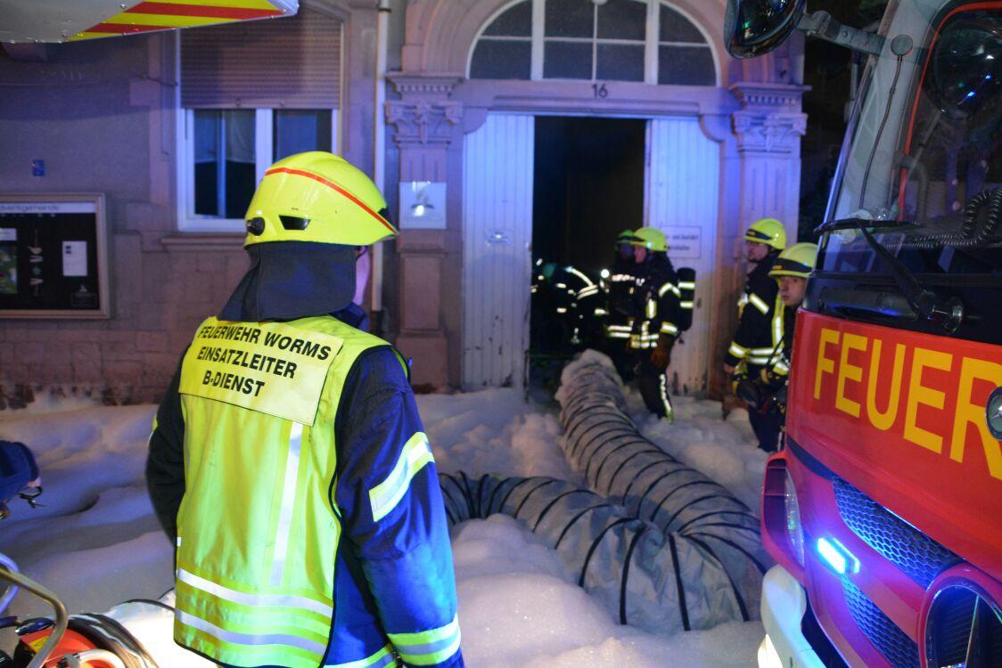 Menschen erleiden Verletzungen bei Brand in Bremer Flüchtlingsheim