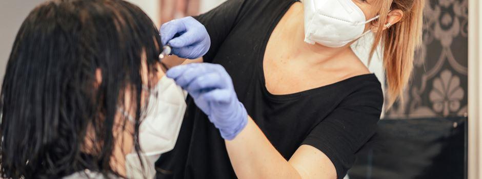 Verwirrung um Regeln für Geimpfte beim Friseurbesuch