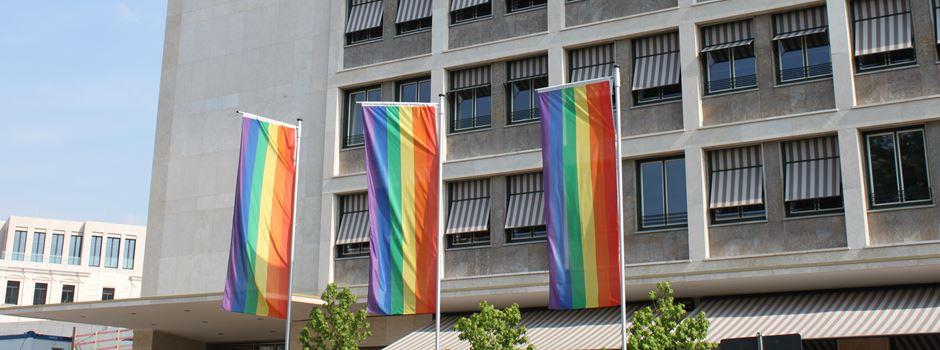 CSD-Regenbogenfahne erstmals auch an hessischen Ministerien gehisst