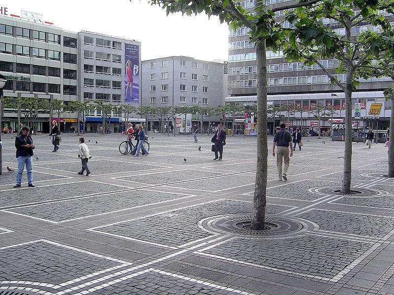 Menschenmenge in Frankfurt hinderte Rettungsdienst an Wiederbelebung