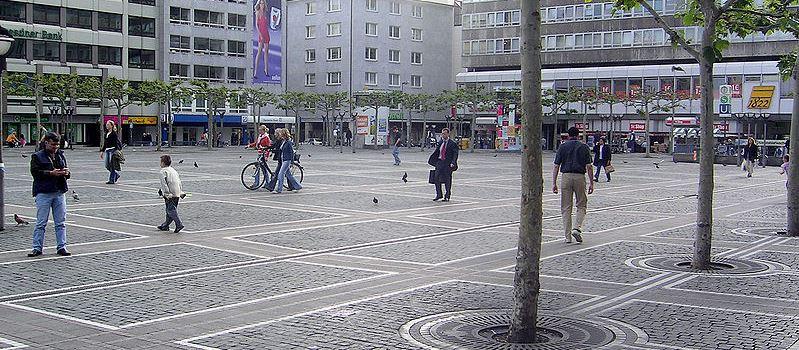 Brutaler Angriff auf Passantin in Frankfurt
