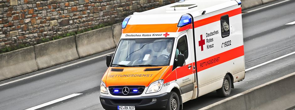 Fußgängerin bei Unfall lebensgefährlich verletzt