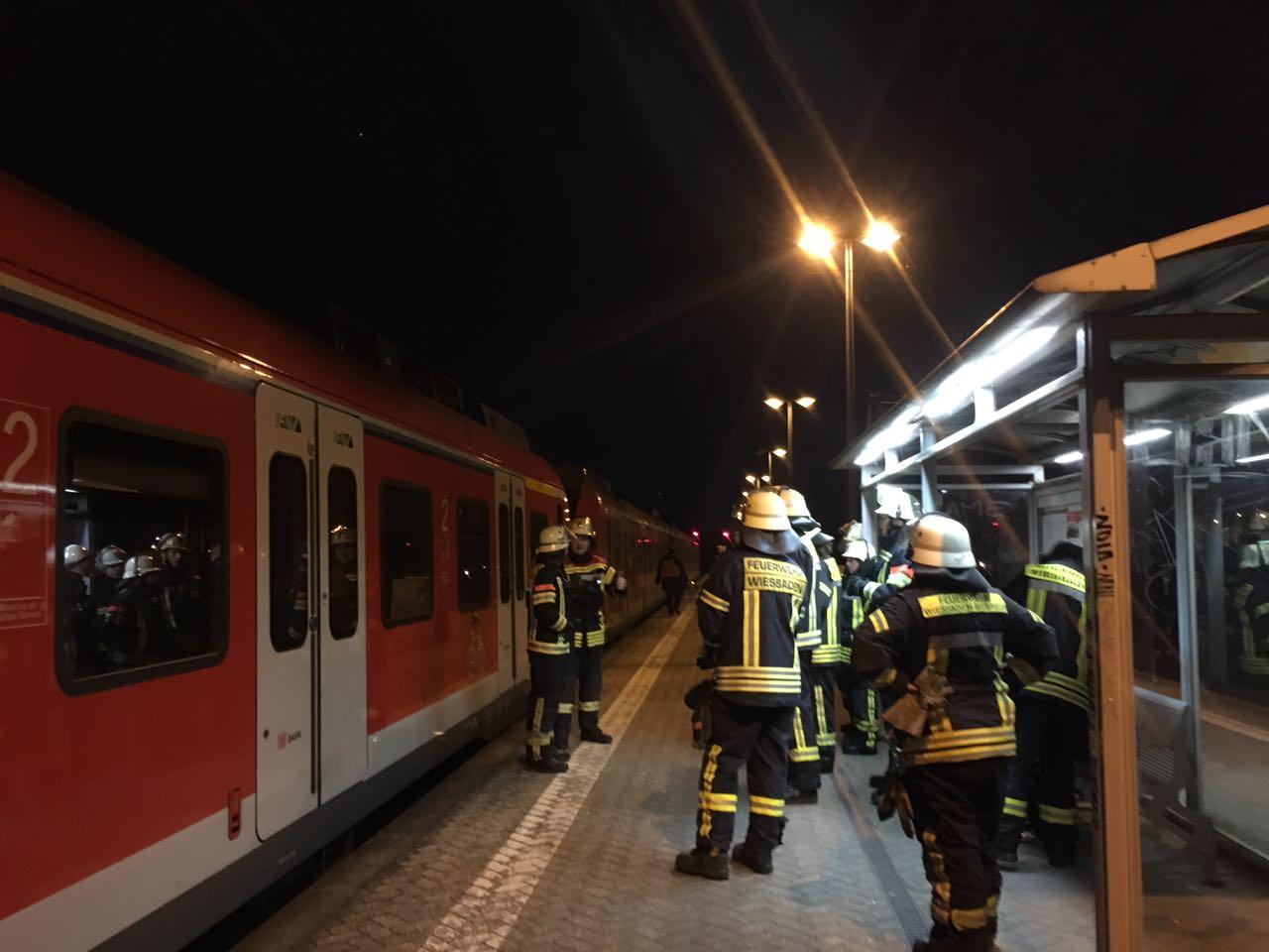 Frau von S-Bahn überfahren und getötet