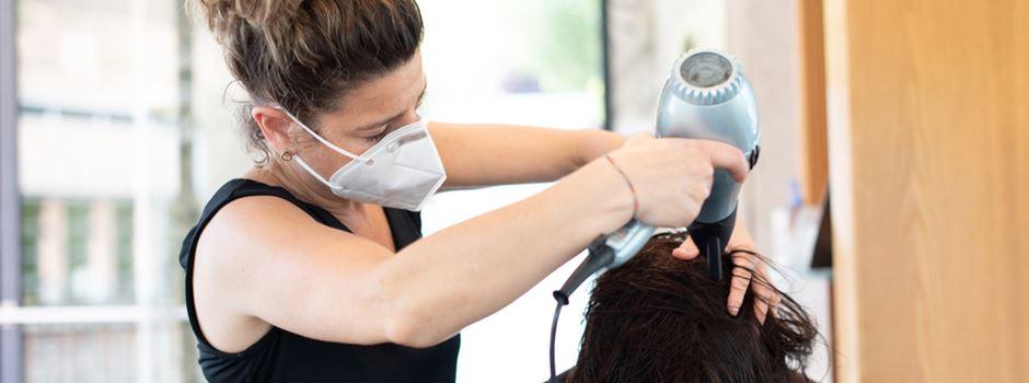 """Testpflicht bei Friseuren: """"Die Betriebe melden bis zu 50 Prozent Umsatzrückgang"""""""