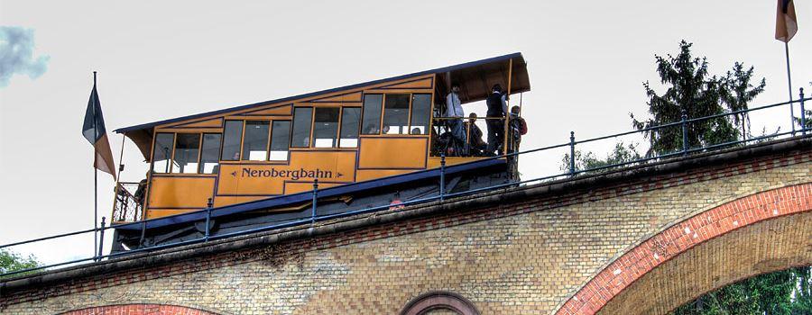In der Nerobergbahn wird eine Liebeskomödie gedreht