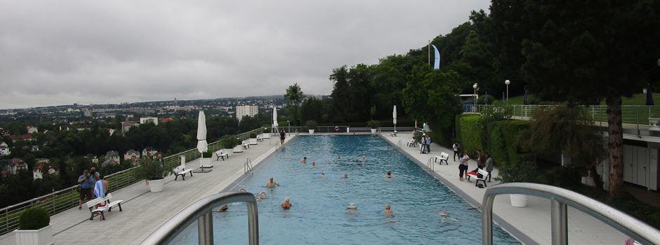 Anschwimmen im neuen Opelbad