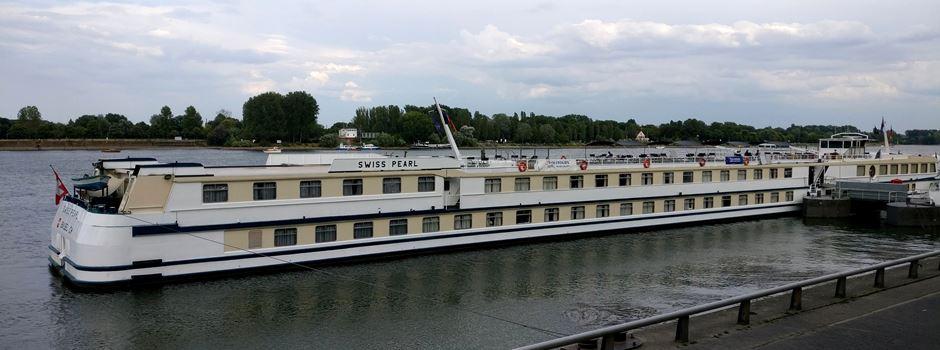 Warum die Schiffe an den Mainzer Anlegern die Motoren laufen lassen