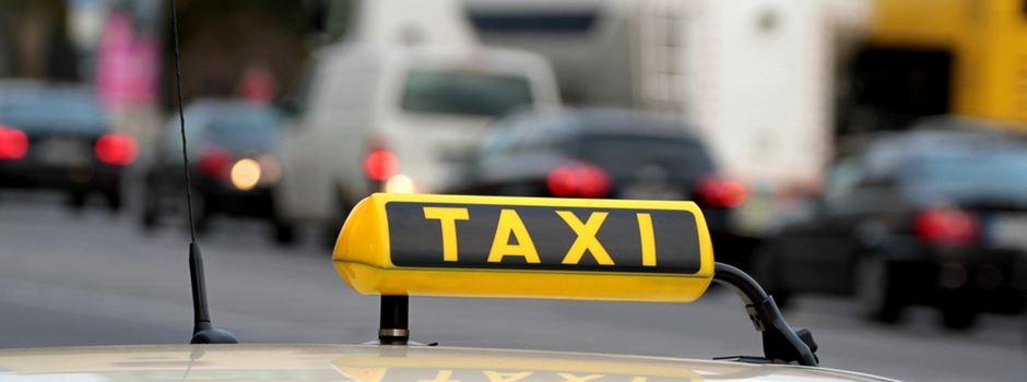 Unbekannte greifen Taxifahrer an