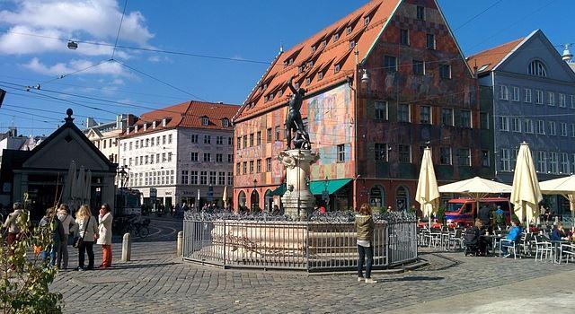 Politisches Theater in Augsburg: Die Schattenseiten von Antibiotika