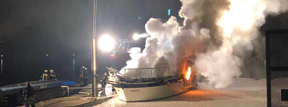 Yacht am Schiersteiner Hafen ausgebrannt