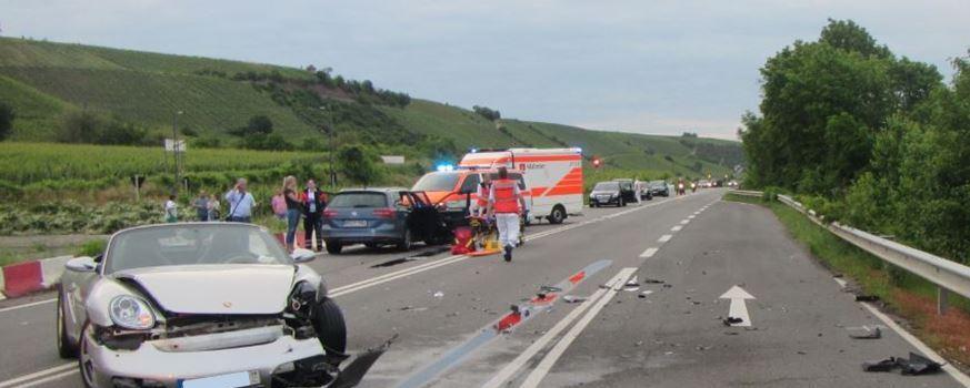 Verletzte bei schwerem Unfall auf B9