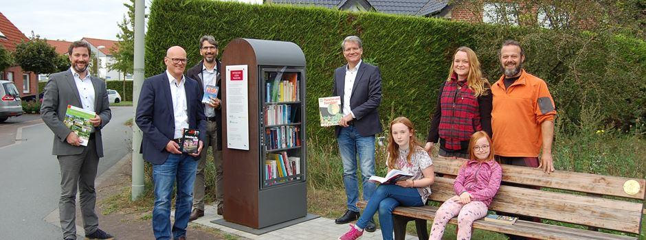 Netzgesellschaft Herzebrock-Clarholz, Westenergie und Gemeinde eröffnen runderneuerten Bücherschrank