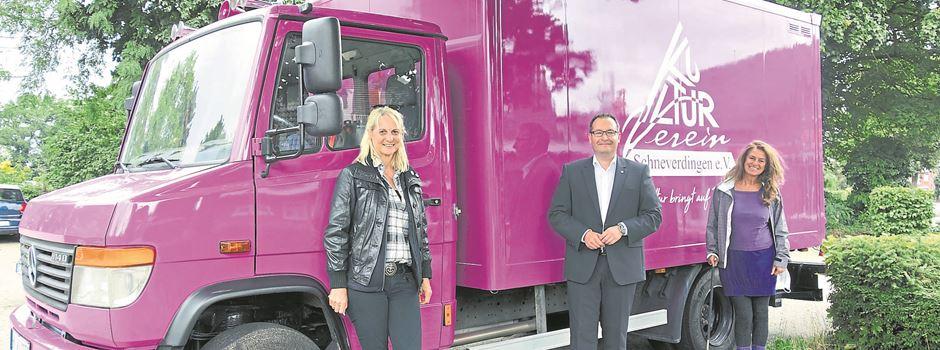 """Lila Lastwagen bringt """"Kultur auf Tour"""""""