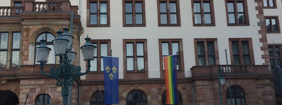 Regenbogen am Rathaus: Neutralitätspflicht verletzt?