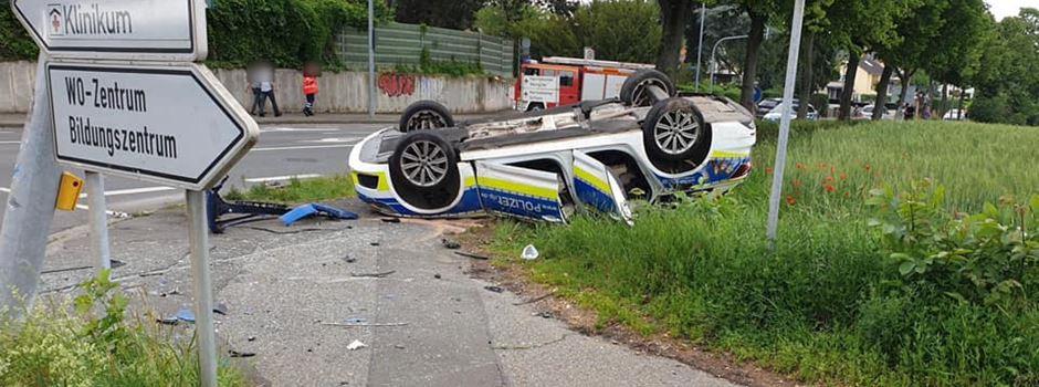 Streifenwagen überschlägt sich – zwei Polizisten schwer verletzt