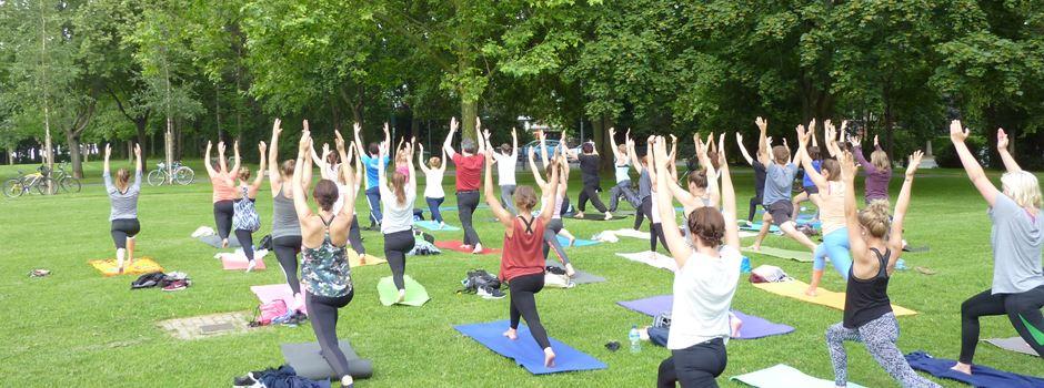 Outdoor-Yoga im Volkspark startet wieder