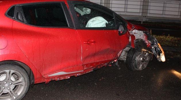 Mercedes nach Unfall flüchtig