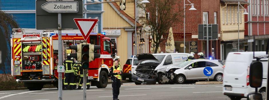 Heftiger Crash auf der Kreuzung