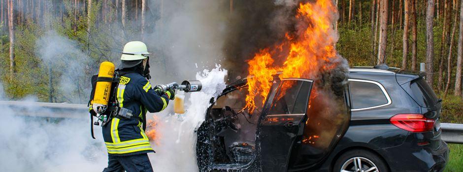 Pkw gerät auf der A7 in Brand