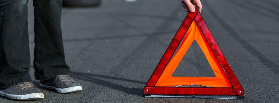 Bei Rot über die Ampel: Auto auf 1. Ring umgekippt