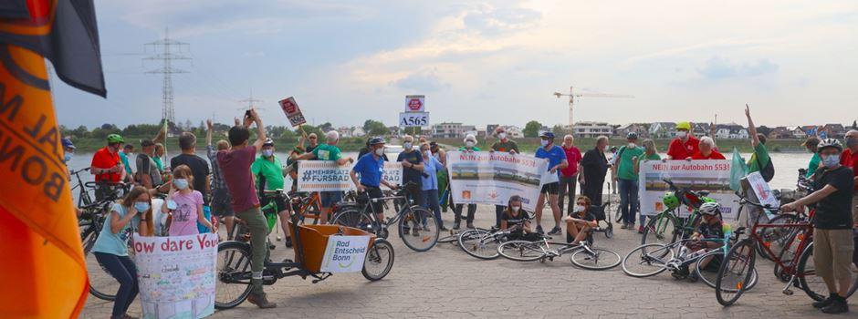 Fahrraddemo gegen die geplante Rheinspange