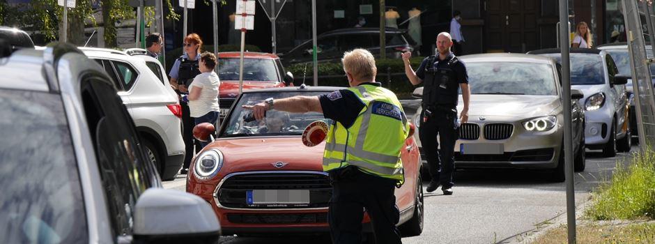 Verkehrspolizei kontrolliert hunderte Falschabbieger an der Ringkirche
