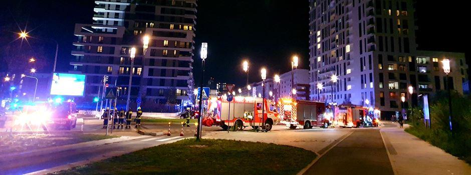 Brand in Hochhaus sorgt für Großeinsatz der Feuerwehr in der Europa-Allee
