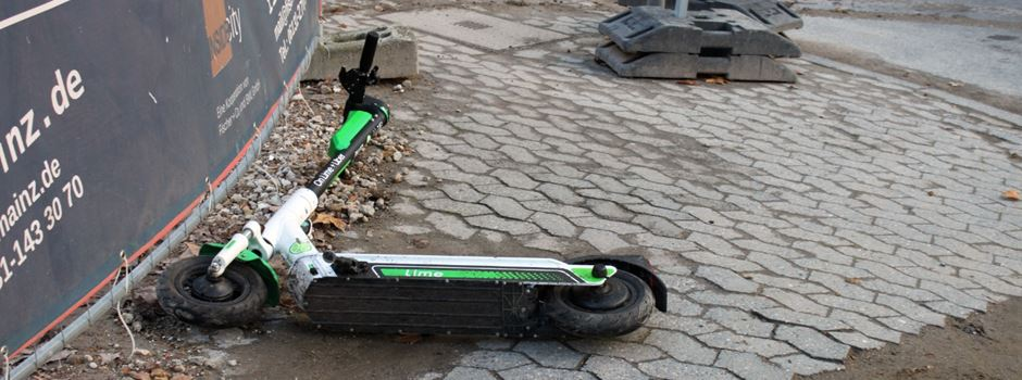 E-Scooter-Fahrer fährt über rote Ampel und verletzt sich bei Unfall schwer