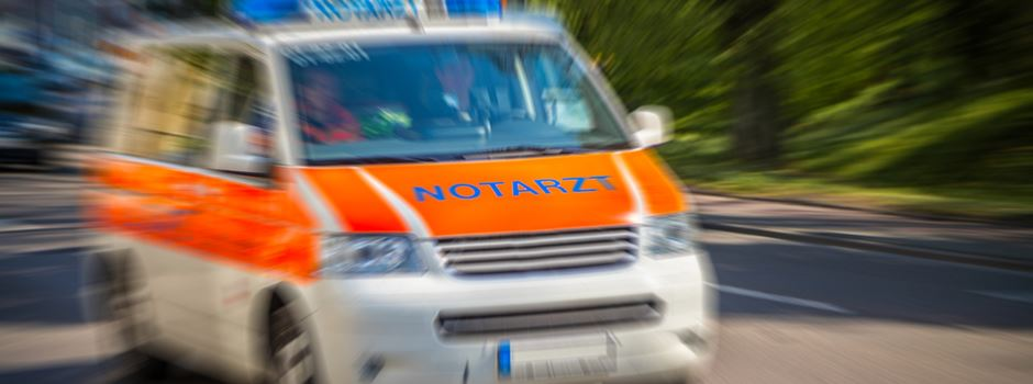 Mann (42) greift Sanitäter an und spuckt Polizisten ins Gesicht