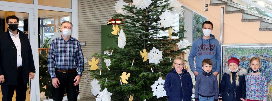Weihnachtsbaum erfreut die Kinder der KGS Niederkassel