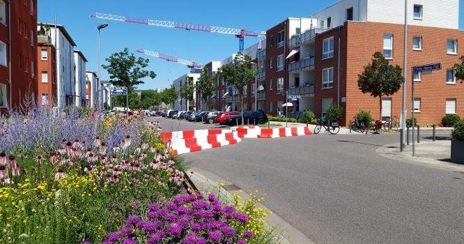 Durchfahrtssperre im Künstlerviertel errichtet
