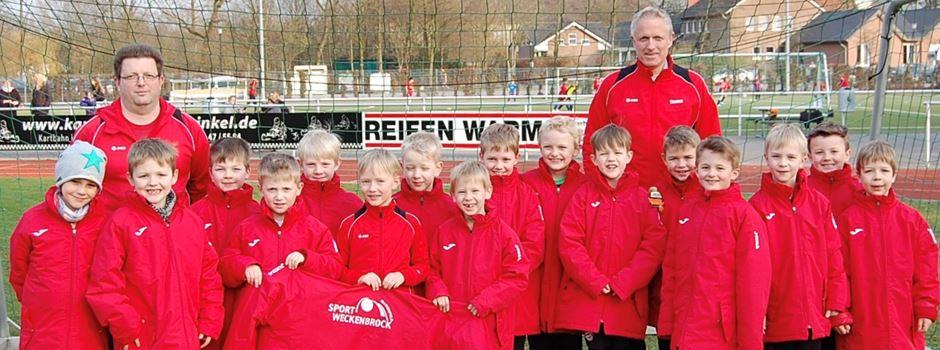 Werbung: F-Jugend erhält Stadionjacken von Sport Weckenbrock