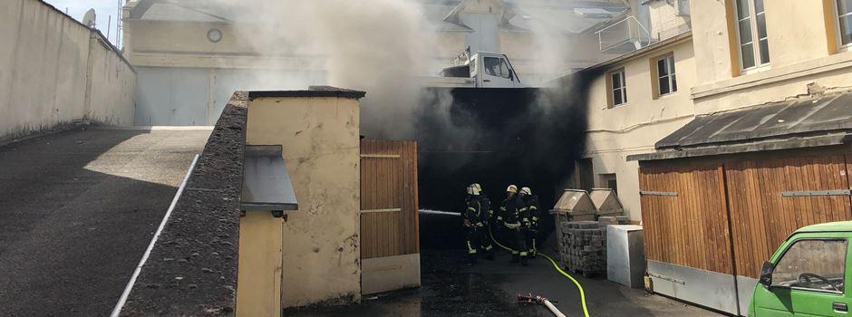 UPDATE: Brennende Autos sorgen für Rauchsäule über dem Westend
