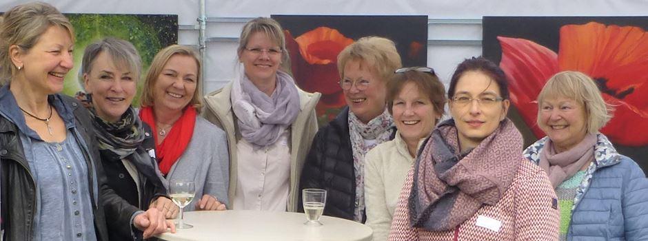 Acht Malerinnen zeigen ihre Arbeiten