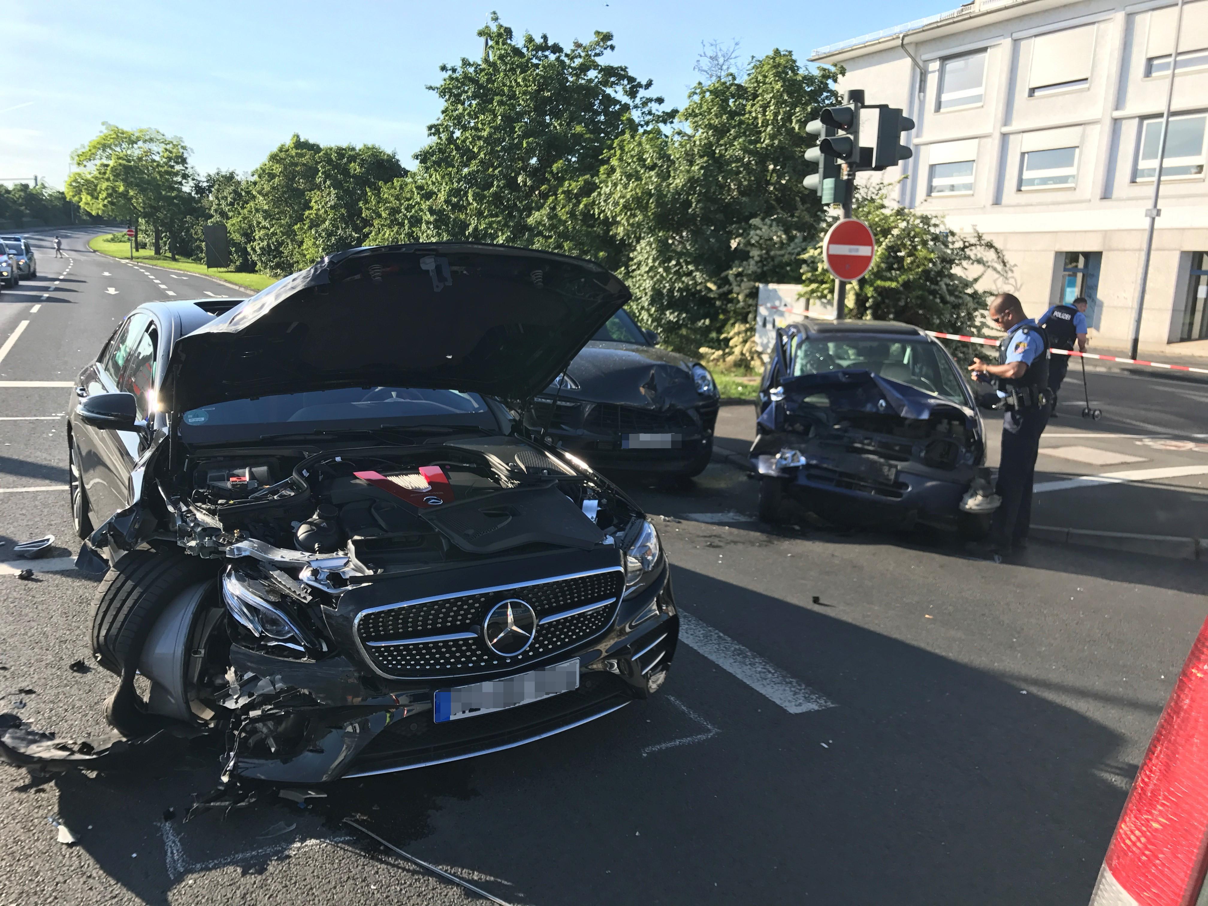 Drei Verletze bei Unfall in Mainz-Kastel