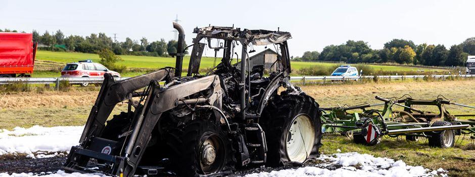 Traktor in Vollbrand: Riesiger Sachschaden