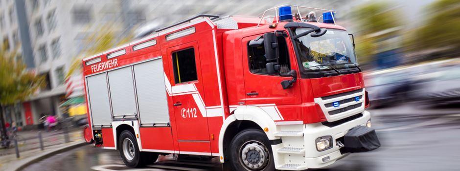 Kleinkind von Feuerwehr aus Auto befreit