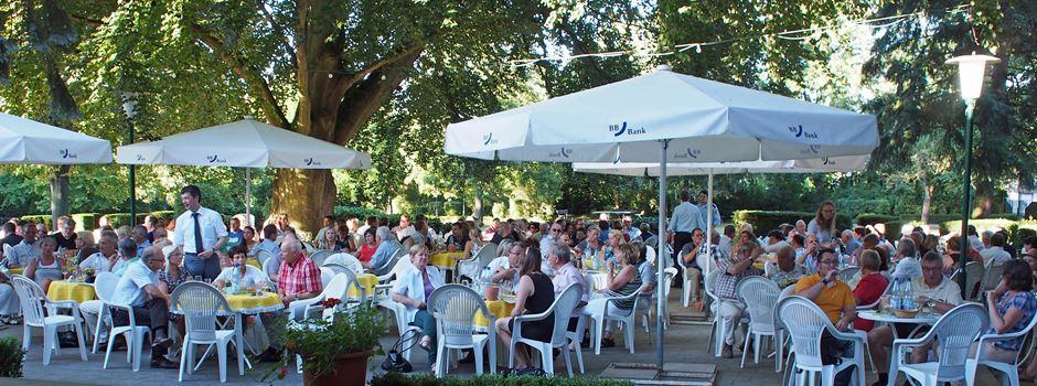 Große Weinprobe im Niersteiner Stadtpark als Auftakt der Statt-Winzerfest-Konzerte