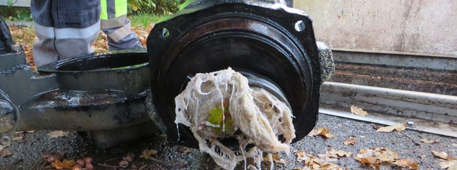 Feuchte Toilettentücher verstopfen wieder Abwasserpumpen
