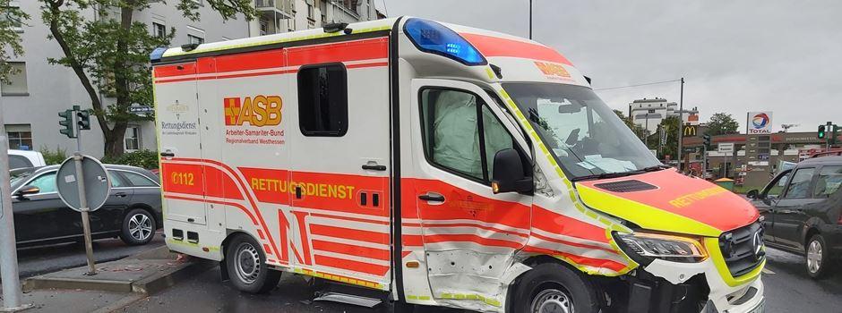 UPDATE: Drei Verletzte nach Unfall mit Rettungswagen