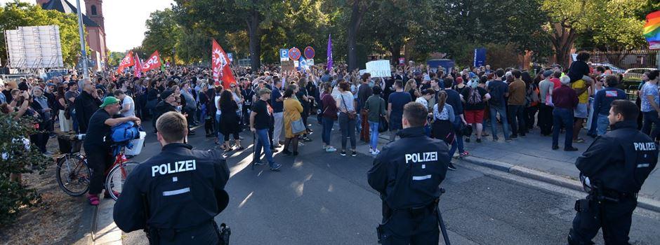 Rund 1500 Menschen demonstrieren gegen Gauland und die AfD