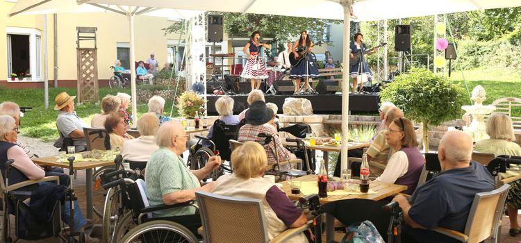 Bei der fünfteiligen Sommerkonzertreihe im Johanneshaus Nierstein gab es Hits der Wirtschaftswunderjahre