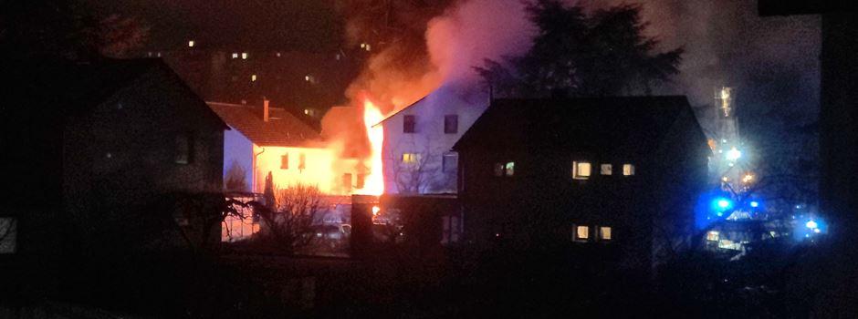Feuerwehr-Großeinsatz: Frau stirbt bei Brand