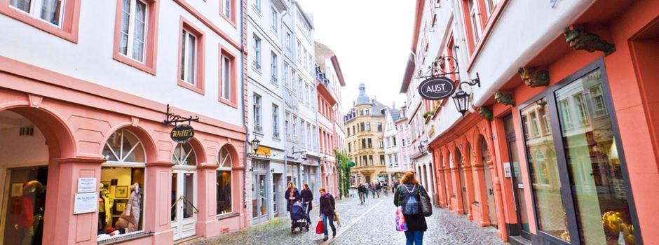Altstadt: Mann bedroht Frau vor Supermarkt mit Messer